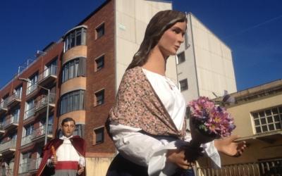 La geganta Gràcia en un moment de la cercavila. Foto: Ràdio Sabadell