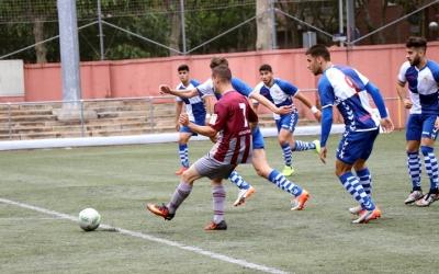 Els jugadors del Sabadell B persegueixen un jugador del Júpiter