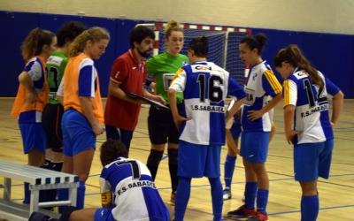 Marc Muñoz donant indicacions a les seves jugadores
