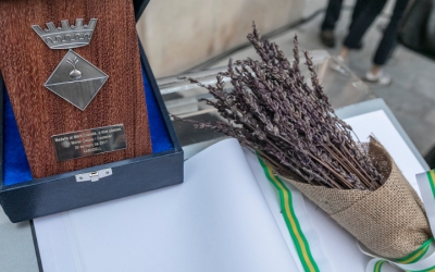 Imatge de la Medalla al Mèrit de Sabadell, entregada recentment a Muriel Casal a títol pòstum/ Ajuntament de Sabadell