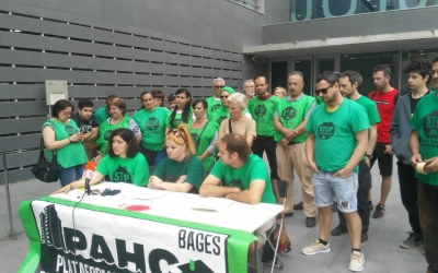 Els membres de les PAH, a les portes dels jutjats de Manresa / PAH Sabadell