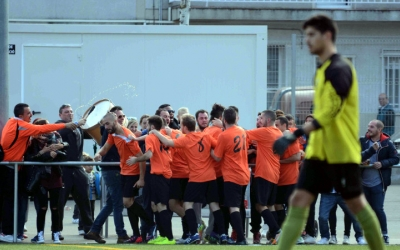 Els jugadors de la UE Sabadellenca celebren un gol | Roger Benet
