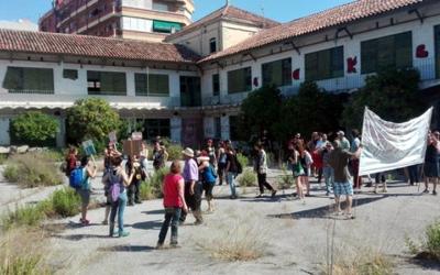 La plataforma Volem la Caserna! ocupa les antigues instal·lacions de la Guàrdia Civil a Sabadell