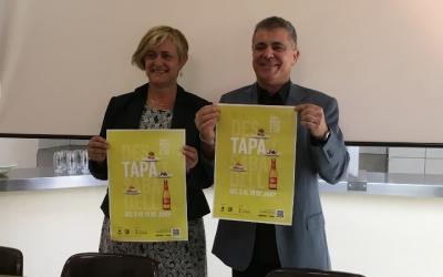 La regidora de comerç, Marisol Martínez, i el president del Gremi d'Hosteleria i Turisme, Jordi Roca | Mireia Sans