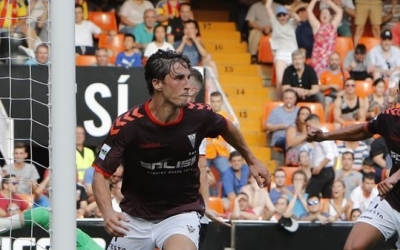 Eloy Gila celebrant el seu gol a Mestalla | Queso Mecánico