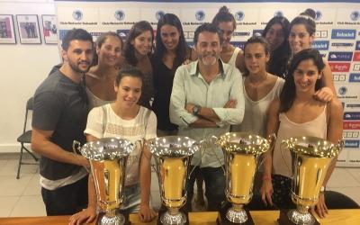 Guiu, envoltat del seu equip i amb les quatre Copes d'Europa | CNS