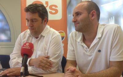 Els regidors José Luis Fernández i Adrian Hernández. Foto: Ràdio Sabadell