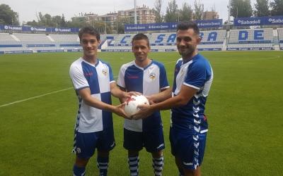 Josu Ozkoidi, Felipe Sanchón i Óscar Rubio amb la samarreta arlequinada