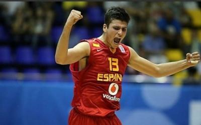 Ramón Vilà celebrant un triomf de la selecció