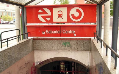 Imatge de l'accés a l'estació Sabadell Centre de Rodalies Renfe