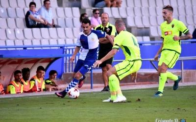 Óscar Rubio, en una acció del partit contra l'Elche de la primera jornada de lliga