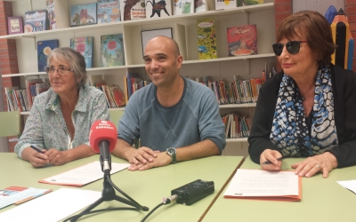 Joan Berlanga amb Rosa Roig, de Càritas, i Dolors Pallàs, d'Andi Down | Pau Duran