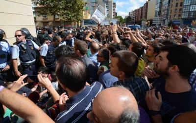 Mig miler de persones s'han concentrat contra les accions policials per impedir l'1O/ Roger Benet