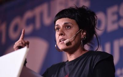 Anna Gabriel, durant l'acte de 'Sí per canviar-ho tot' a Sabadell/ Roger Benet