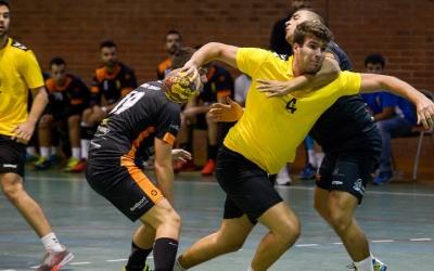 Els verd-i-blancs (de groc) van inaugurar la lliga guanyant el Sant Vicenç de tres | OAR Gràcia