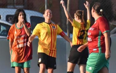 Les jugadores del Sant Andreu celebren un gol contra el Planadeu