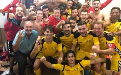Salamero i el seu equip celebrant el triomf llagosterenc a Sant Cugat | UE Llagostera