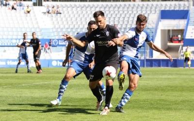 Adri Díaz lluitant per una pilota aquest migdia   GuiemSports - ATB