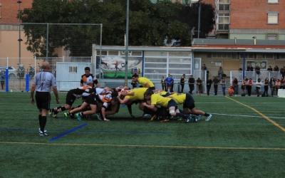 L'equip masculí del Sabadell Rugbi jugant contra el FC Barcelona