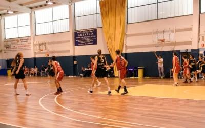 Imatge del partit entre el Basket Almeda i el Sant Nicolau