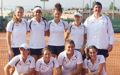 Equip femení del Tennis Sabadell que va assolir l'ascens a Primera