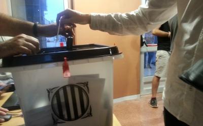 Urna del referèndum a l'IES Pau Vila | Aleix Graell