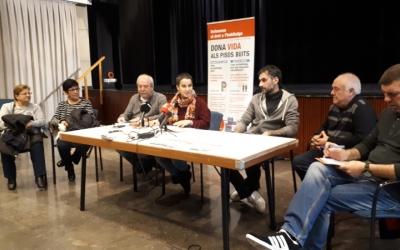 Rubio, amb els usuaris de la borsa de treball i representants d'associacions veïnals/ Karen Madrid