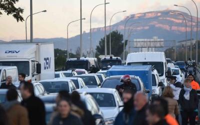 L'aturada va bloquejar les carreteres durant bona part del matí i les fronteres tot el dia/ Roger Benet