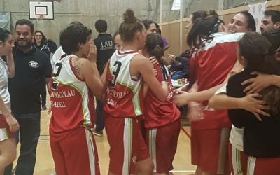Les jugadores del Sant Nicolau celebren la victòria del passat diumenge