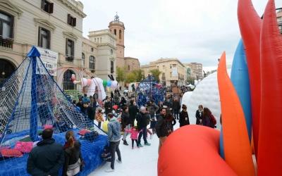 Festa inaugural d'El més petit de tots a la plaça Dr. Robert. | Foto: Roger Benet