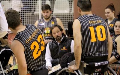 Trigo donant indicacions als seus jugadors en un temps mort | Adrián Arroyo