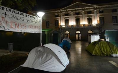 L'acampada dels Policies municipals s'ha desconvocat a les 3h de la matinada. Foto: Roger Benet