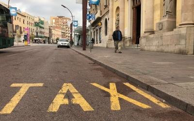 Les parades de taxis han estat buides amb motiu de la vaga convocada. Foto: Roger Benet
