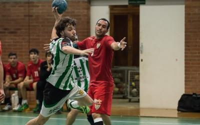 Martí Escuert supera la defensa del Sant Quirze en el derbi de la temporada passada