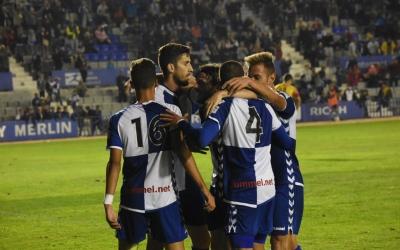 Alegria arlequinada en un dels gols contra el conjunt alcoià | Críspulo Díaz