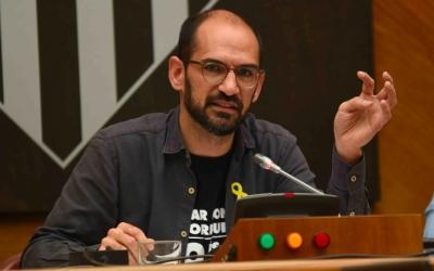 Maties Serracant, durant el debat de l'adjudicació de Cal Basach/ Roger Benet