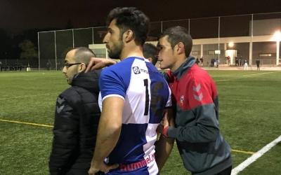 El central va debutar en el partit contra el Farners | Adrián Arroyo