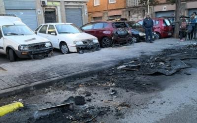 Estat dels vehicles després d'un dels incendis d'aquesta matinada/ Joaquim Almirall