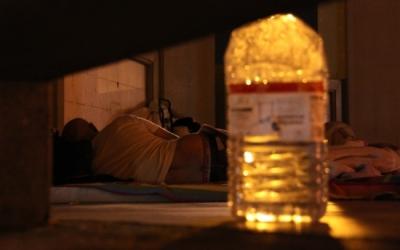 Dues persones sense sostre dormint al carrer | Foto: ACN Autor: Guillem Sanchez