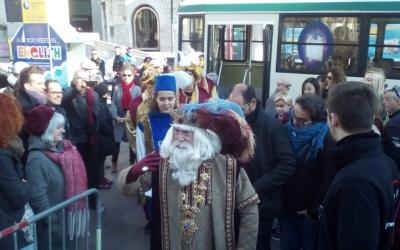 L'Ambaixador arribant amb un autobús | Pere Gallifa
