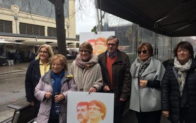 Lourdes Ciuró rodejada de militants durant l'acte de la llista Junts per Catalunya. | Foto: Ràdio Sabadell