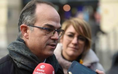 Jordi Turull, candidat de Junts per Catalunya, ha visitat el Mercat central acompanyat de la sabadellenca Lourdes Ciuró. Foto: Roger Benet
