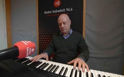 Albert Guinovart als estudis de Ràdio Sabadell. |Foto: Roger Benet
