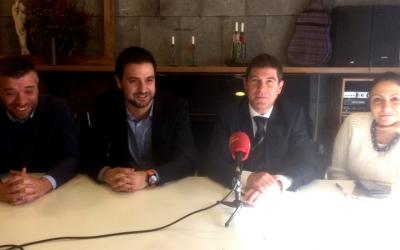 Els regidors del PSC a l'Ajuntament i el president del partit, Pol Gibert.