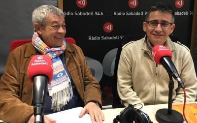 L'intendent de la Policia Municipal, Joan Antoni Quesada, i el regidor de Seguretat, Lluís Perarnau, als estudis de Ràdio Sabadell.