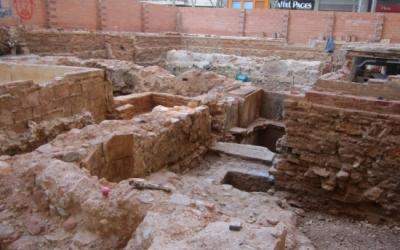 Restes de part de la muralla medieval de Sabadell trobades el 2012/ Acn