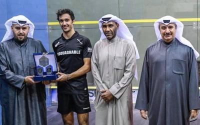 Iker Pajares amb el premi de subcampió de Kuwait