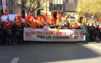 200 persones es concentren pel conveni col·lectiu de Neteja d'Edificis i Locals | Pau Duran