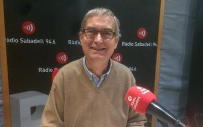 L'economista Joan Saborido davant el micròfon del programa Al matí de Ràdio Sabadell.
