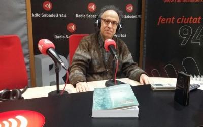 El compositor sabadellenc, Benet Casablancas, a l'estudi de Ràdio Sabadell.